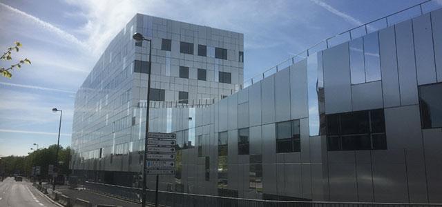 le nouveau campus immd lea de roubaix se pare d une fa ade en aluminium de m batinfo. Black Bedroom Furniture Sets. Home Design Ideas