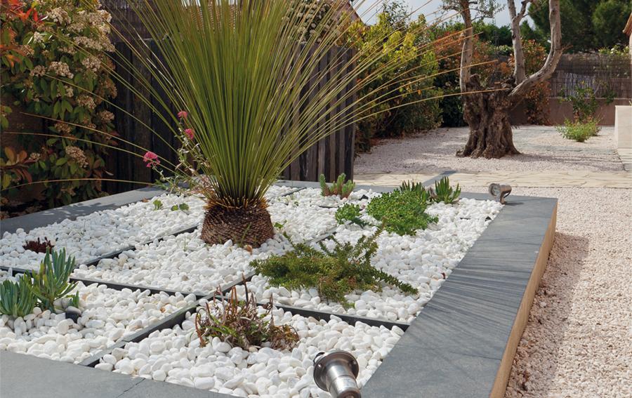 les galets id al jardin subliment les espaces ext rieurs. Black Bedroom Furniture Sets. Home Design Ideas