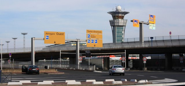 Suspension de l'exploitation de l'aéroport de Paris-Orly à titre temporaire