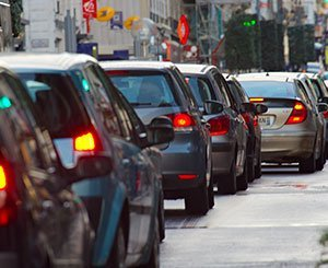 Hidalgo envisage la circulation alternée à Paris en cas de trafic automobile intense