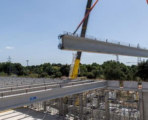 Quick installation of 19 very large prestressed beams on the CREPS site in Pays de la Loire