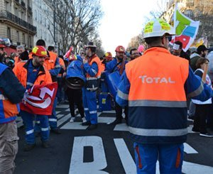 Rally in front of Total's headquarters at the call of the Grandpuits refiners
