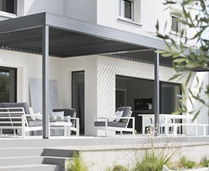 The Wallis & Outdoor® Profil Systèmes bioclimatic aluminum pergola receives CSTB approval