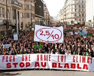 Strong mobilization across France to denounce the lack of ambition of the Climate Bill