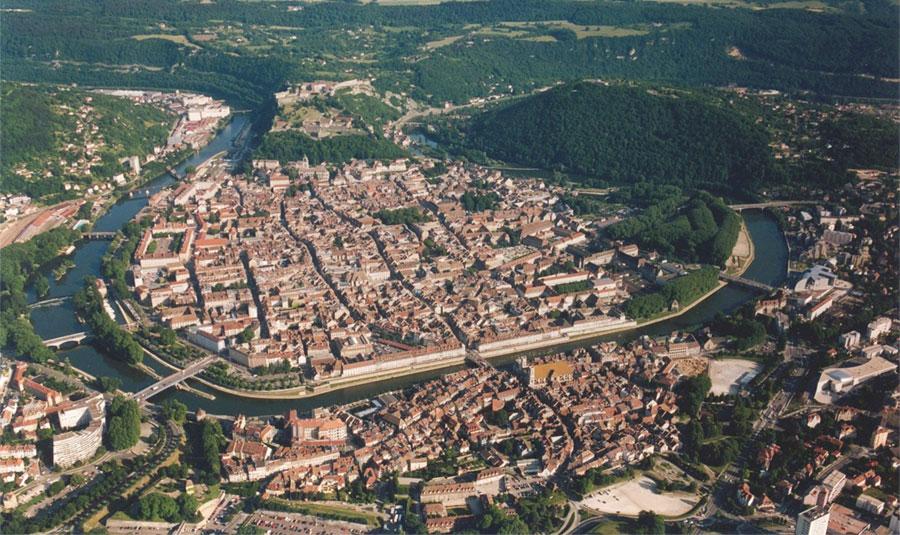 Aerial view of Besancon - Illustrative image - © Arnaud 25 via Wikimedia Commons - Creative Commons License