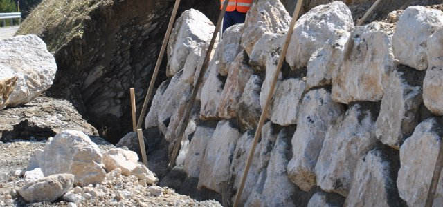 Dry stone walls: new tools help businesses and craftsmen