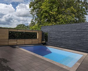 A heated swimming pool thanks to the natural properties of Cupa Pizarras slate