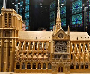 A model of Notre-Dame, a tribute to the companions of the Tour de France