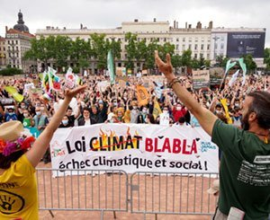 "The ""March after"" brought together 115.000 people for the climate on Sunday"