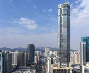 Inspection in the skyscraper affected by tremors in China