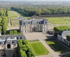 Flight over: The castle of Champs-sur-Marne