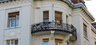 Containment raises prices for homes with balconies or terraces
