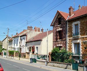 An unprecedented gap in the real estate market continues to widen between Paris and the inner suburbs