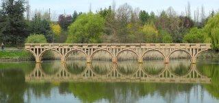 A fleeting dream in the Eternal City: a cardboard bridge over the Tiber