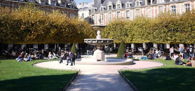 Shelter for some 600 people living at Place des Vosges in Paris