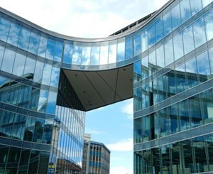 Challenged, office property relies on its integration into the city