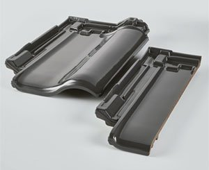 Erlus launches its new roof tile E 58 SL-D in slate gray