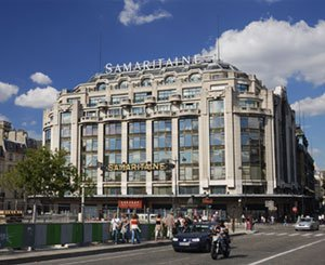 Above the luxury shops of La Samaritaine, social housing with a view of Paris