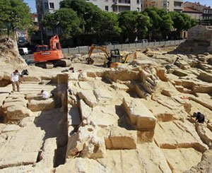 The remains of the Greek quarry in Marseille, source of discord, soon reburied