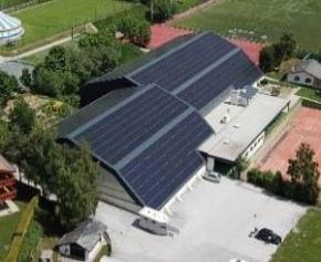 Une couverture photovoltaïque Easy Roof Evolution pour les tennis de Crans-Montana