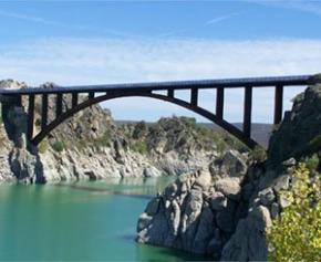 Le Sénat va enquêter sur l'état des ponts français, après la catastrophe de...