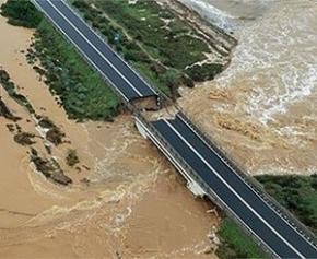 De fortes pluies provoquent l'effondrement partiel d'un autre pont en Italie