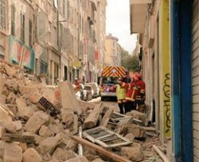 Deux immeubles s'effondrent brutalement en plein cœur de Marseille