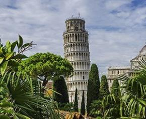 En Italie, la Tour penchée de Pise penche un tout petit peu moins