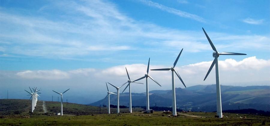 Macron promet de diminuer le nucléaire au profit des énergies renouvelables