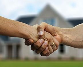 Le gouvernement s'intéresse aux agents immobiliers, peu présents dans la loi logement