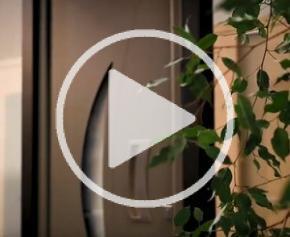 La porte d'entrée en aluminium PASSAGE 830® By EURADIF