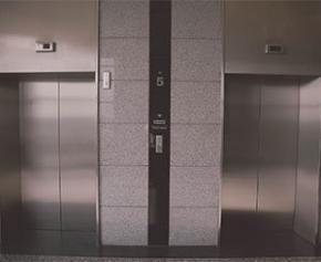 La nouvelle réglementation sur les ascenseurs saluée par des associations de...