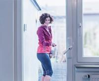HomeTec Pro FCA3000 pour transformer une porte-fenêtre de terrasse en une véritable porte d'accès