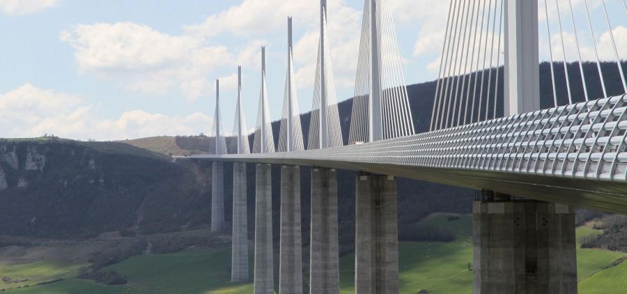 Coup d'envoi de la destruction du pont qui a endeuillé Gênes en Italie