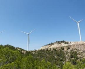 Des associations anti-éoliennes manifestent à Paris pour défendre le paysage