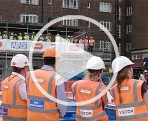 Livraison et installation d'un cyclotron sur le chantier de UCLH