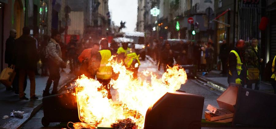 """Le gouvernement annonce un plan d'action pour les villes victimes des """"gilets jaunes"""""""