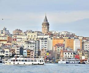Quatre personnes arrêtées après l'effondrement d'un immeuble à Istanbul