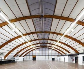 La ville d'Albias (82) équipe sa salle polyvalente avec le plafond Acoustished® A40...