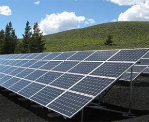 Le gendarme de l'énergie favorable à de plus grandes centrales solaires en France