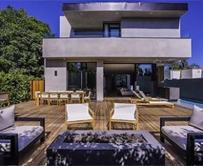 Réalisation d'une maison moderne familiale à Hollywood