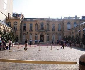 """Matignon veut restructurer les """"fonctions supports"""" de l'État en province"""