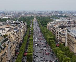 """""""Patinoire en hiver"""" et """"voûtes d'arbres"""" : les Champs-Élysées bientôt..."""