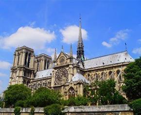 """Notre-Dame : il reste """"trois points de fragilité majeurs"""" selon Franck Riester"""