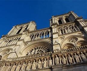 """Plusieurs pétitions """"pour la restauration de Notre-Dame à l'identique"""""""