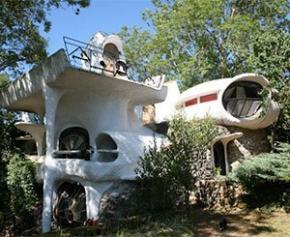 Des maisons-bulles de Häusermann vendues aux enchères pour 120.000 euros