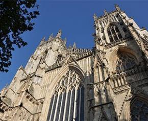 35 ans avant Notre-Dame, la cathédrale de York reconstruite après un...