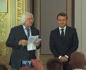 Macron sacre les Meilleurs Ouvriers de France