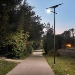 Lampadaire solaire autonome public