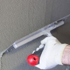 Mortier colle fibré et couche de base pour les systèmes d'isolation thermique extérieure